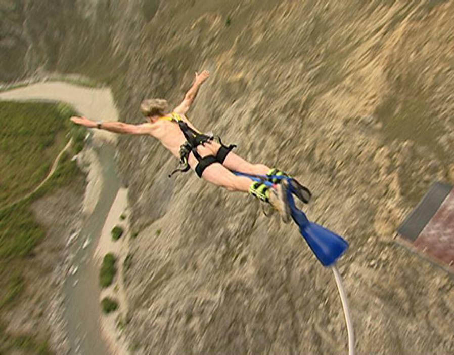 1-bungy-jump-billy-connolly-01