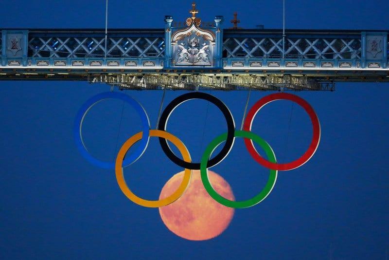 12 olympic rings london bridge 012