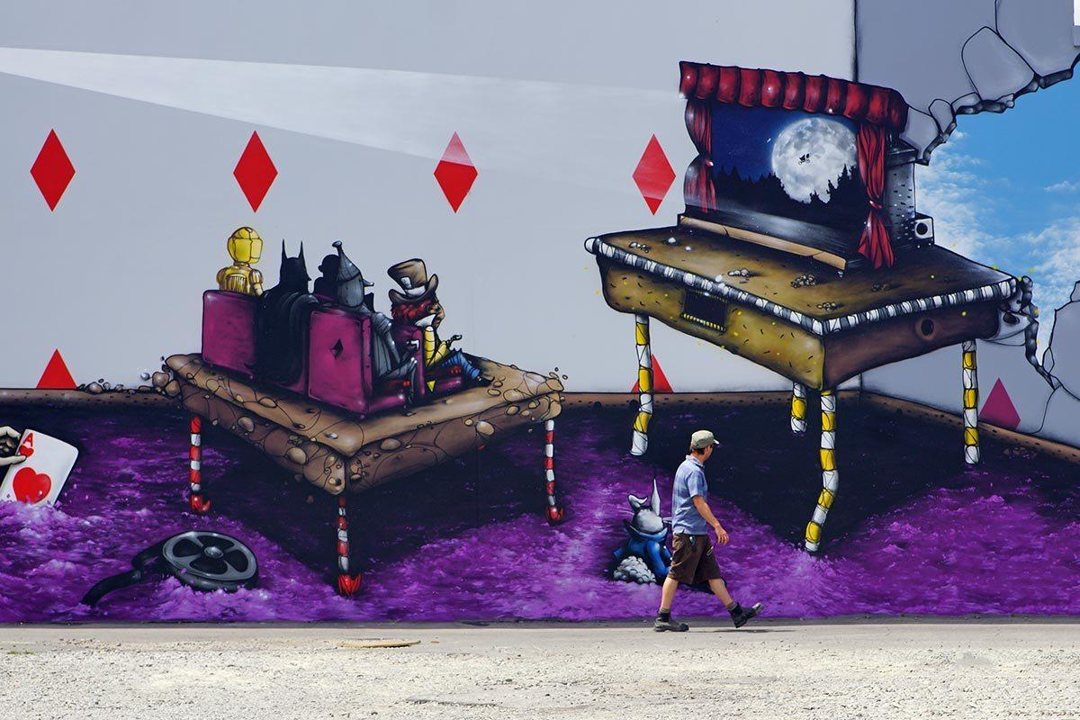2-alice-in-wonderland-mural-DSC02294