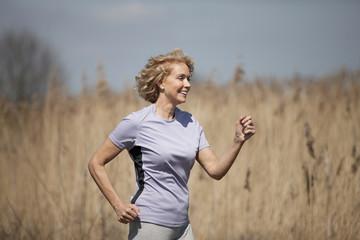 fit women running
