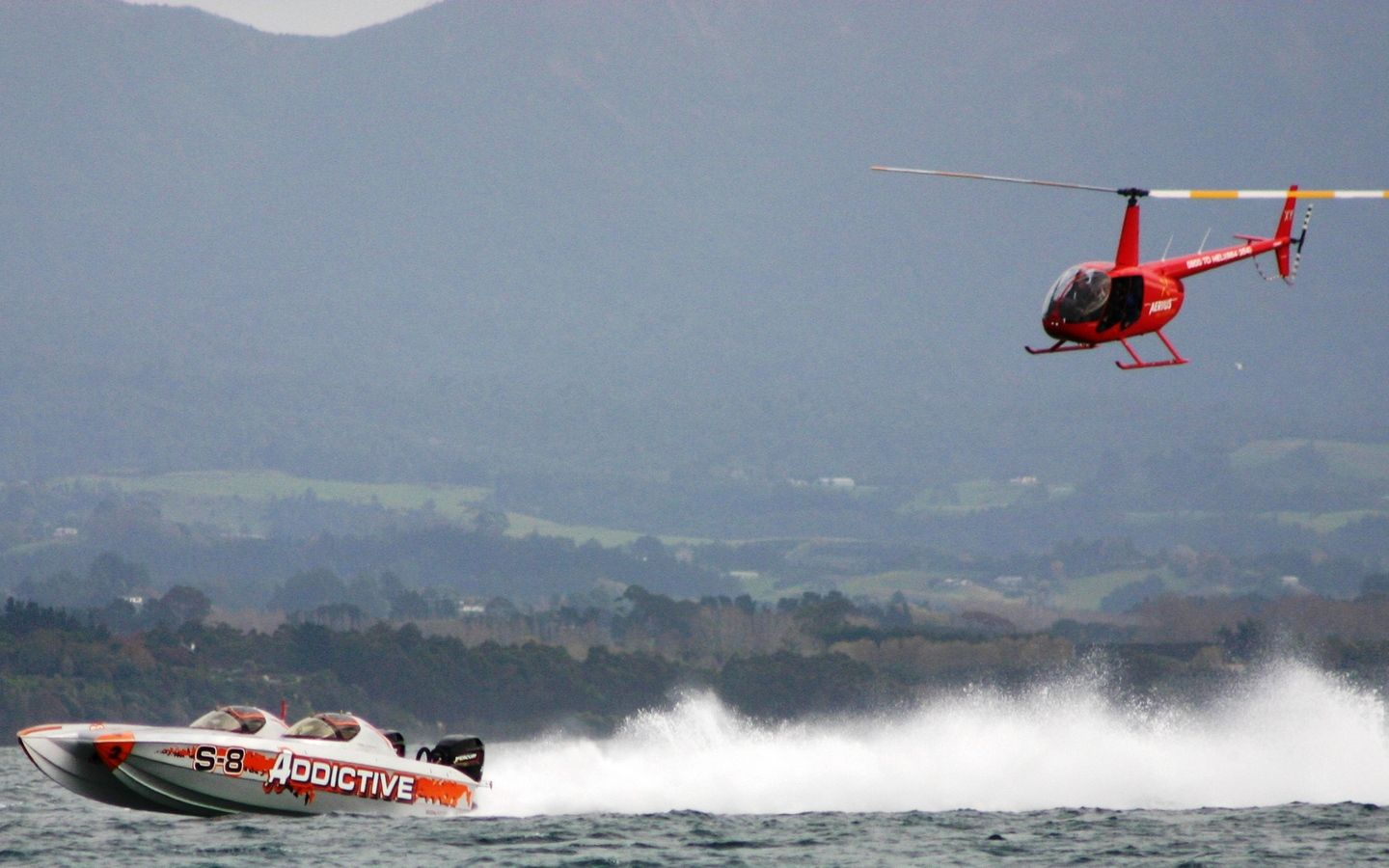 3 offshore power boats aerius helicopters 008