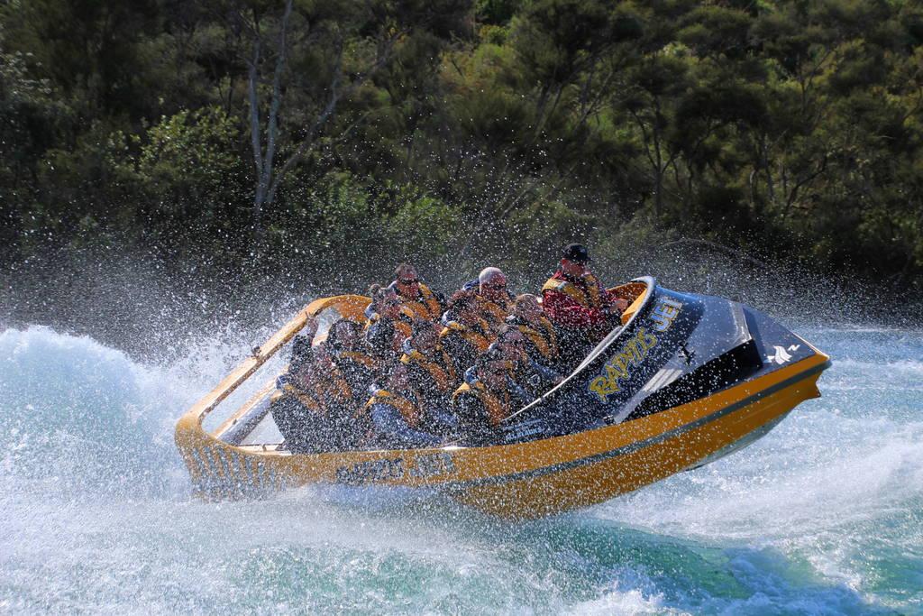 9-Taupo-Jet-Boat-Rapids-Jet_09