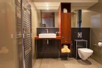 9926 Blundell bathroom