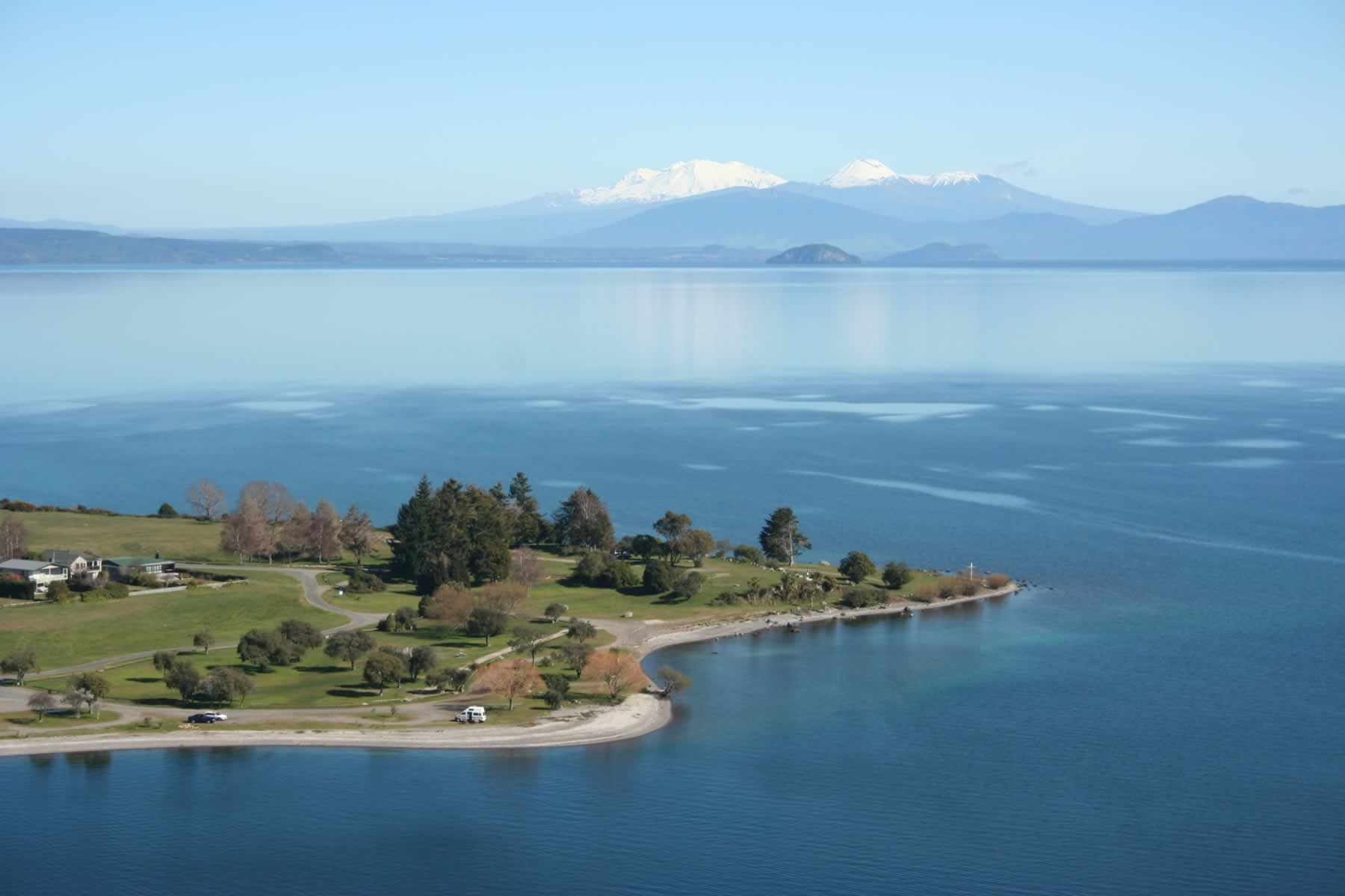 Lake-Taupo-town-looking-south-over-Wharewaka-Point-with-mountains-in-winter.CEXVsg