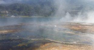 Orakei Korako Thermal Park lied at the edge of beautiful Lake Ohakuri