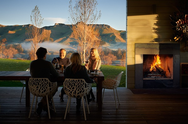 Poplars 7 Group Dining by Fire Landscape 600