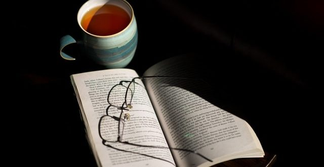 cup-of-tea-book-table-reading-159788