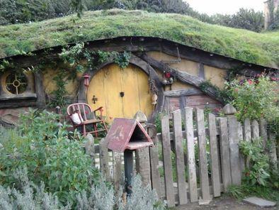 hobbiton-village-4-3910gs39oh_gs39h-jpg-photo_9065249-fit468x296