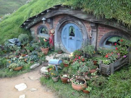 hobbiton-village-5-3910gs39oh_gs39h-jpg-photo_9065248-430tall