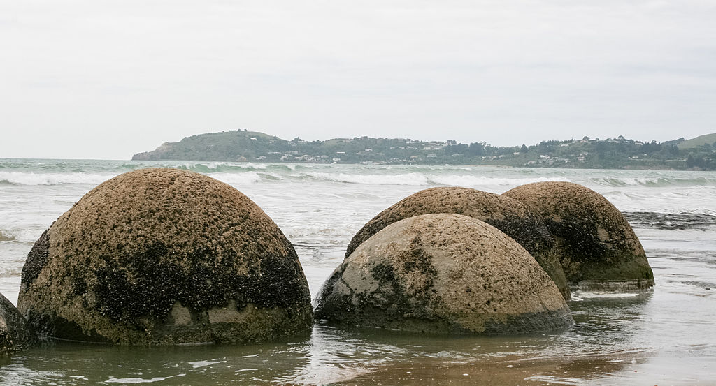 moeraki_boulders-nueva_zelanda02_commons