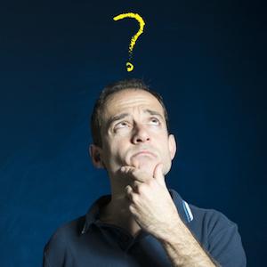 Hombre pensando con interrogacin sobre su cabeza