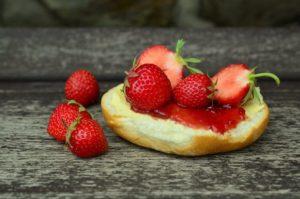 strawberries-strawberry-jam-jam-sandwich-sweet